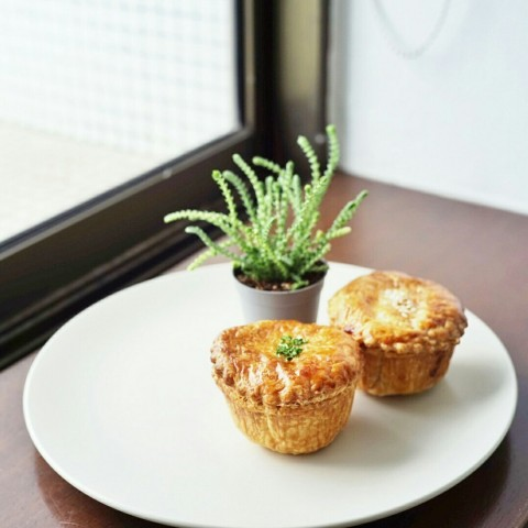We had the Mini chicken pie and the mini ratatouille. Both are superb. Must try!